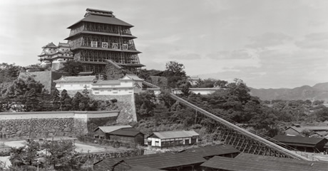 Panoramic view of the major restoration in the Showa era, which was completed in 1964. (Courtesy of Himeji Center for Research into Castles and Fortifications)