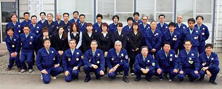 渡邊清勝所長を囲んで現場の皆さんの集合写真