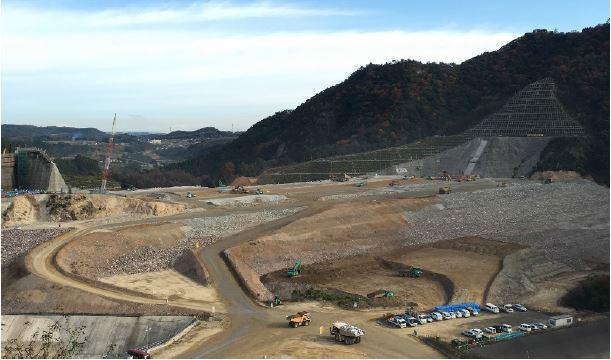大分川ダム堤体コア盛立施工部での様子(全景)