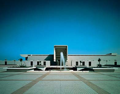 Kajima built this royal state palace in Jedda, Saudi Arabia, overlooking the Red Sea, used exclusively by the Saudi Arabian king and crown prince for receiving guests (1982).
