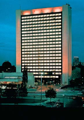 Kajima's first project in East Germany was the construction of the International Trade Center (1978).